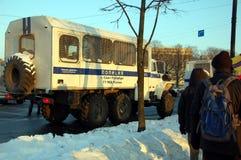 La police troque des véhicules de transport de prisonnier Image stock