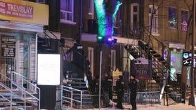 La polizia attacca