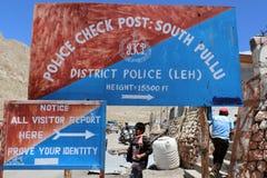 La polizia controlla la posta Immagini Stock Libere da Diritti