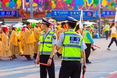 La polizia coreana uniforma la protesta della via di parti posteriori Fotografia Stock Libera da Diritti