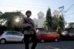 La polizia custodice la chiesa immagine stock libera da diritti