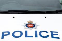 La polizia firma sopra il cappuccio del volante della polizia di Surrey fotografie stock