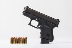 La polizia spara con munizioni fotografia stock