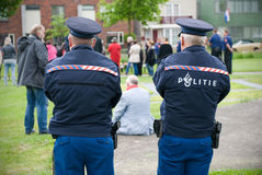 La polizia sta guardando immagini stock libere da diritti