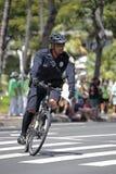 La polizia va in bicicletta la pattuglia Fotografie Stock Libere da Diritti
