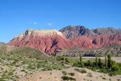 La pollera de la coya, montanha vermelha em Argentina Imagens de Stock