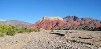 La pollera de la coya, montanha vermelha em Argentina Imagem de Stock Royalty Free
