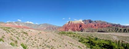 La pollera de la coya, paisagem vermelha da montanha Fotos de Stock