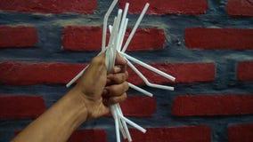 La pollution en plastique de paille est néfaste image stock