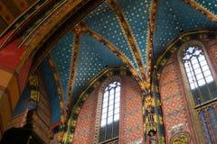 LA POLOGNE, CRACOVIE - 27 MAI 2016 : Intérieur de plafond de St Mary gothique médiéval &#x27 ; église de s à Cracovie Image stock