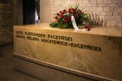 LA POLOGNE, CRACOVIE - 27 MAI 2016 : La tombe de l'obsédé et la Maria Kaczynski dans Wawel se retranchent Image stock