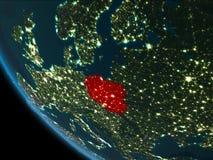 La Pologne la nuit d'orbite Photos stock