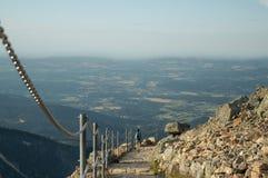 La Polonia, Karpacz - facendo un'escursione nelle montagne nel giorno di estate Fotografia Stock Libera da Diritti