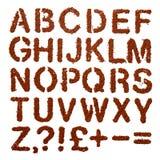 La polvere del cacao segna l'alfabeto con lettere e firma sopra il bianco Immagini Stock Libere da Diritti