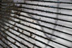 La polvere e la sporcizia attaccano sulla pulizia aspettante della copertura di fan Immagine Stock Libera da Diritti