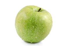 La pomme verte avec de l'eau se laisse tomber sur un fond blanc photos stock