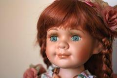 La porcelana mano-trabajó la muñeca Foto de archivo