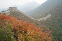 La porcellana di autunno della grande muraglia fotografie stock