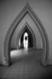 La porta del tempio in bianco e nero Fotografie Stock