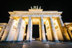 La porta di Brandeburgo alla notte, a Berlino, la Germania Immagine Stock Libera da Diritti