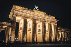 La porta di Brandeburgo a Berlino si è sbiadita immagine stock libera da diritti