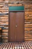 La porta di legno della casa di legno del tek Fotografia Stock Libera da Diritti