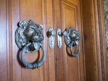 La porta impressionante a Quinta da Regaleira è una proprietà situata vicino al centro storico di Sintra, Portogallo Immagine Stock