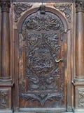 La porta incurvata chiusa Fotografie Stock
