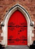 La porta rossa della chiesa nella città di Birmingham Fotografia Stock
