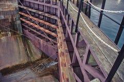 La porte au dock sec Cloison étanche scellée images libres de droits