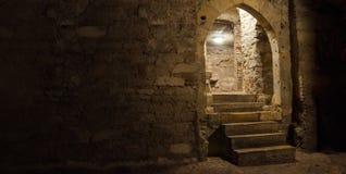 La porte d'entrée dans le secteur souterrain de la vieille place de Prague Photo stock