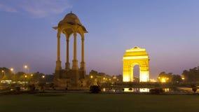 La porte d'Inde de Delhi la Nouvelle Delhi d'Inde la porte de haut d'Inde de 42 mètres est à l'est banque de vidéos