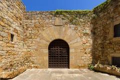 La porte dans une ville médiévale photographie stock libre de droits