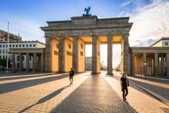 La Porte de Brandebourg à Berlin au lever de soleil Image stock