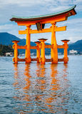 La porte de flottement de Torii, île de Miyajima, Hiroshima, Japon Photographie stock