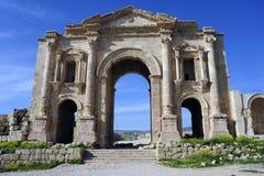 La porte de Hadrian dans Jerash. La Jordanie Image stock