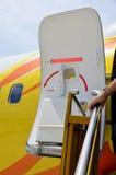 La porte de l'avion ouverte Photos stock