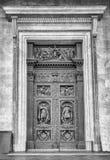 La porte de la cathédrale d'Isaac de saint à St Petersburg, Russie Photographie stock