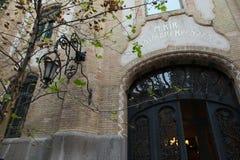 La porte de la maison de cru à Budapest image stock
