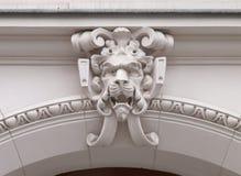 La porte de rue d'ornement de lion images libres de droits