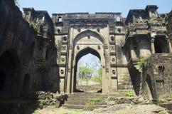 La porte de Shahnur ou de Mahakali, fort de Narnala, près d'Akola, maharashtra image stock