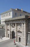 La porte de terre dans Zadar, Croatie Photos stock