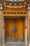 La porte de village. Photographie stock libre de droits
