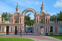 La porte du plan rapproché complexe de Tsaritsyno de palais, jour de septembre moscou Photos libres de droits