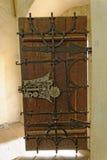 La porte en bois en Biertan a enrichi l'église, Roumanie Image stock