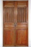 La porte en bois verrouillée Photo libre de droits