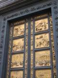 La porte en bronze du 13ème siècle symbolise la délivrance de la peste photographie stock libre de droits