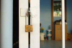 La porte ferme à clef à la maison Photographie stock
