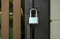 La porte ferme à clef à la maison Images libres de droits