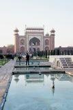 La porte grande fleurie d'entrée à Taj Mahal Grounds Photographie stock